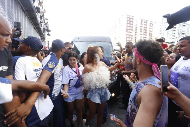 Marina Ruy Barbosa chega para o trio de Ivete Sangalo