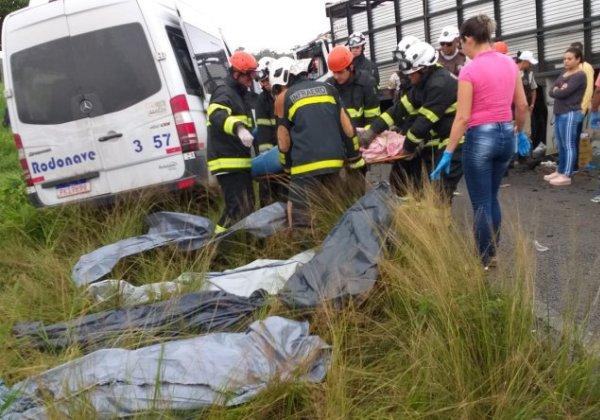 Oito pessoas morrem em acidente na BA-502