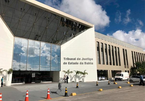 Advogados repudiam ato administrativo do TJBA