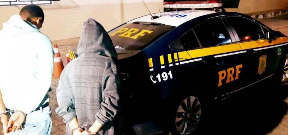 Casal foragido apresenta documentação falsa e acaba preso na BR-116