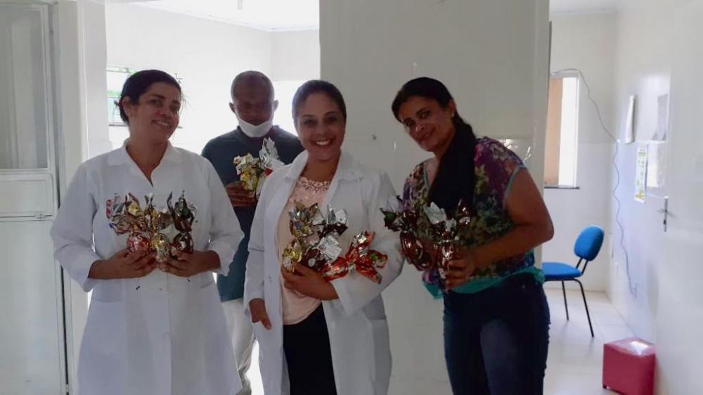 Ibirataia: Secretaria de Saúde presenteia profissionais de saúde com ovos de Páscoa