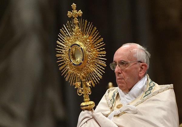Papa Francisco reza pelos que cuidam da limpeza de ruas e hospitais