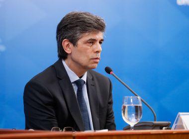 Um adeus covarde que deixou a saúde sem comando no Brasil