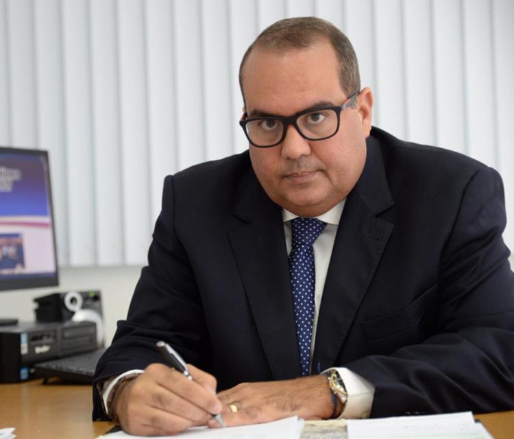 Líder da oposição diz que bancada pode votar contra reforma de policiais