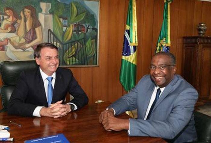 Bolsonaro escolhe Carlos Decotelli para comandar Ministério da Educação