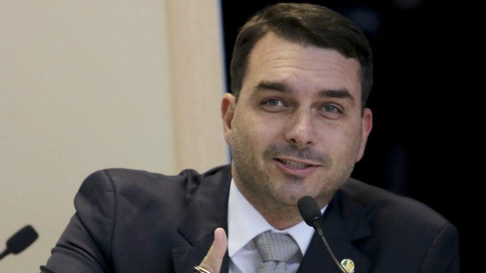 Ministros e procuradores apostam em decisão contra Flávio em tribunais superiores