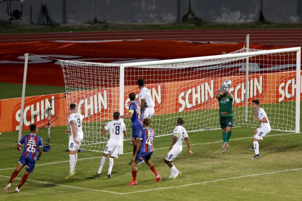 Com gol nos minutos finais, Bahia vence o Confiança e vai à final do Nordestão